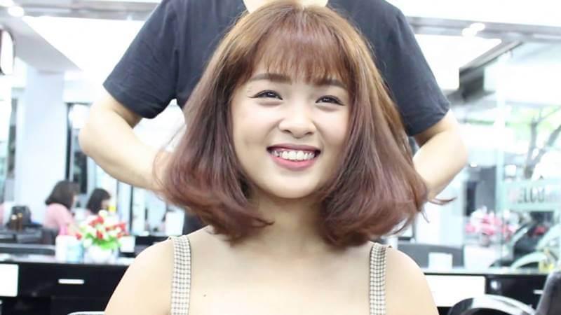 Những cô nàng có khuôn mặt bầu bĩnh hẳn sẽ rất thích thú với kiểu tóc này