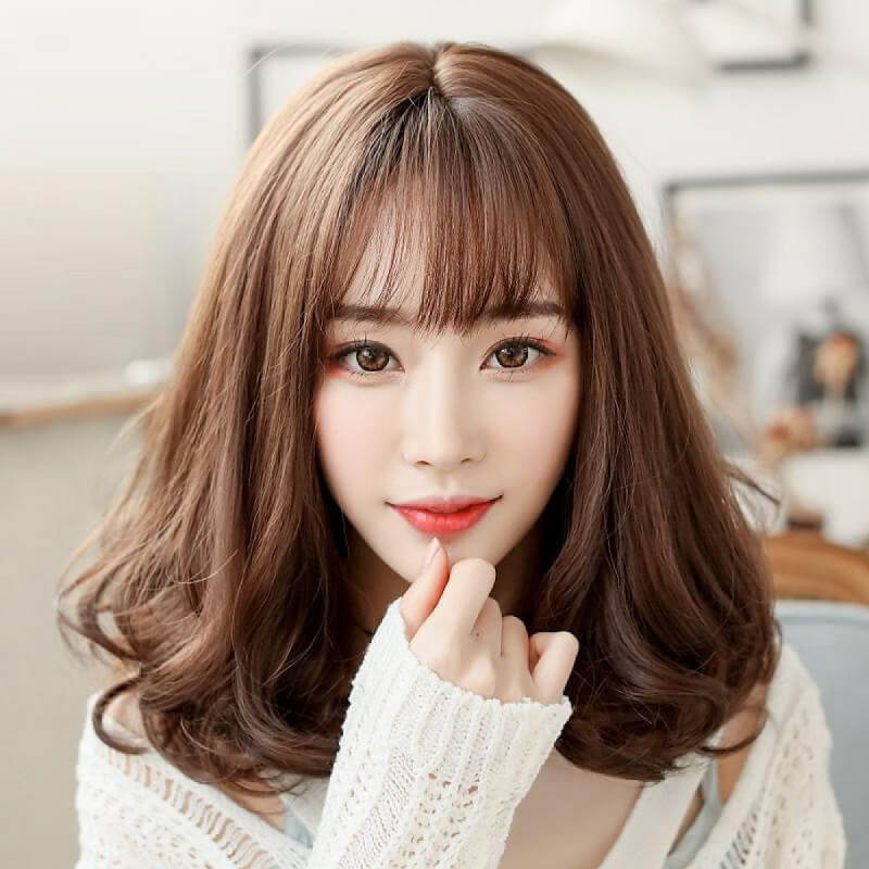 Dù độ dài tóc ngắn, dài hay ngang vai thì màu nâu hạt dẻ sẽ giúp kiểu tóc của bạn hấp dẫn lên rất nhiều