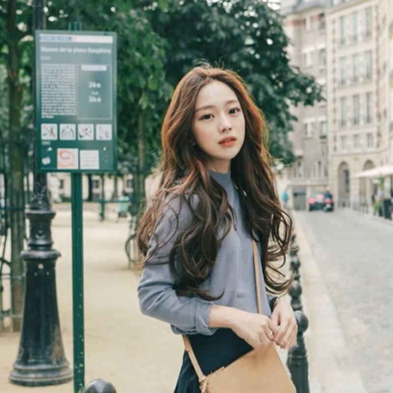 Phần tóc dài sẽ giúp khuôn mặt bạn như được kéo dài ra hơn