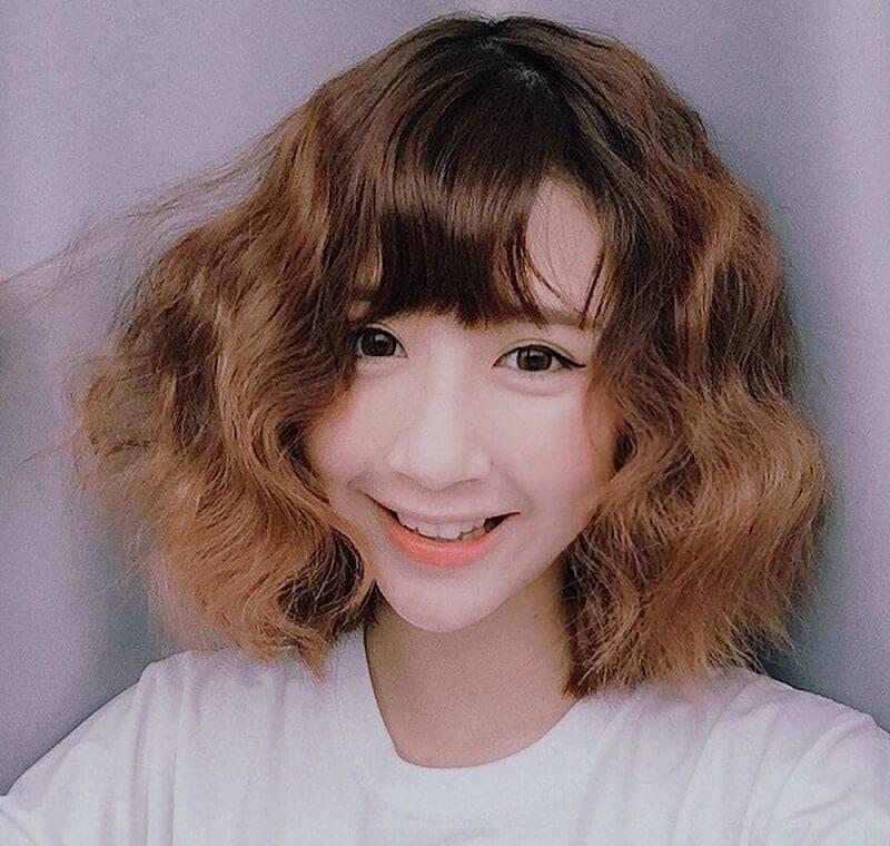 Kiểu tóc này khá mốt và sành điệu nên các nàng không cần lo sẽ bị lỗi thời nhé!