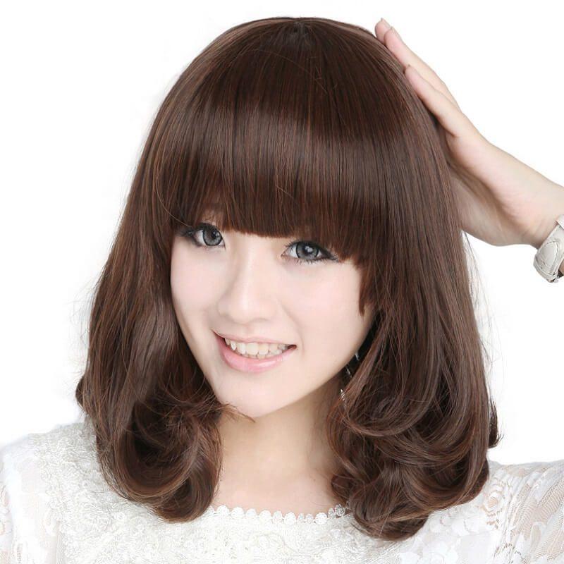 Phần tóc xoăn ôm khuôn mặt tạo cảm giác tóc dày hơn hoàn hảo