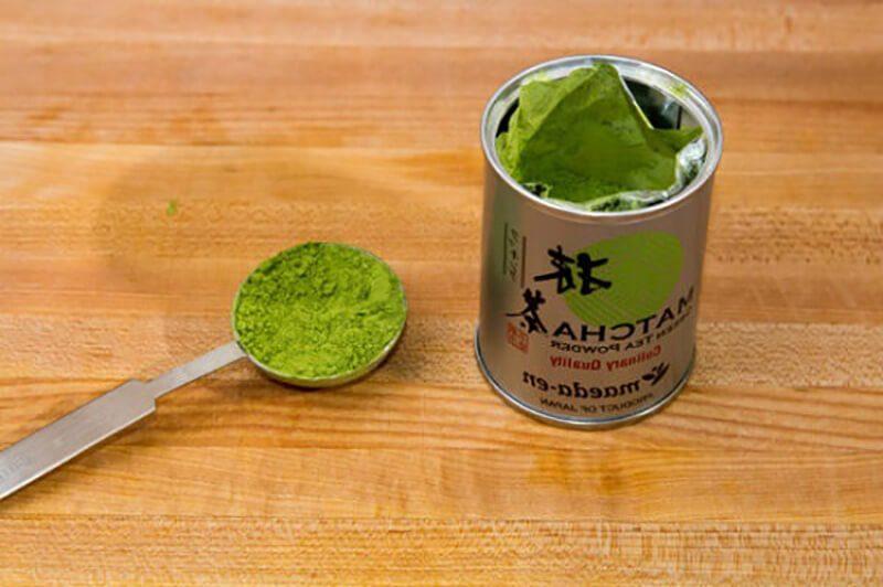 Sử dụng bột trà xanh để làm sữa chua trà xanh