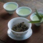 Cách trị mụn trứng cá bằng trà xanh