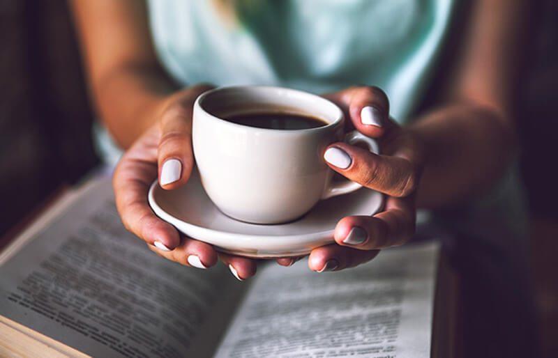 Những nghiên cứu khoa học nói gì về việc cà phê gây mụn?