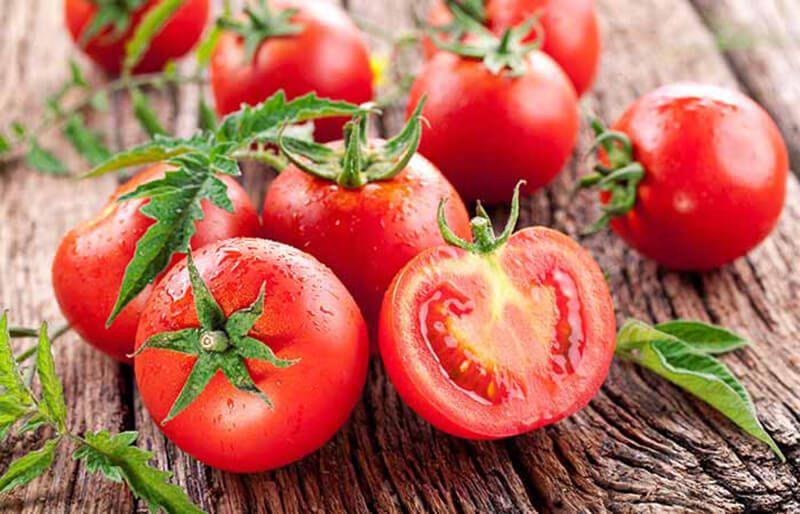 Cà chua và mật ong trị mụn