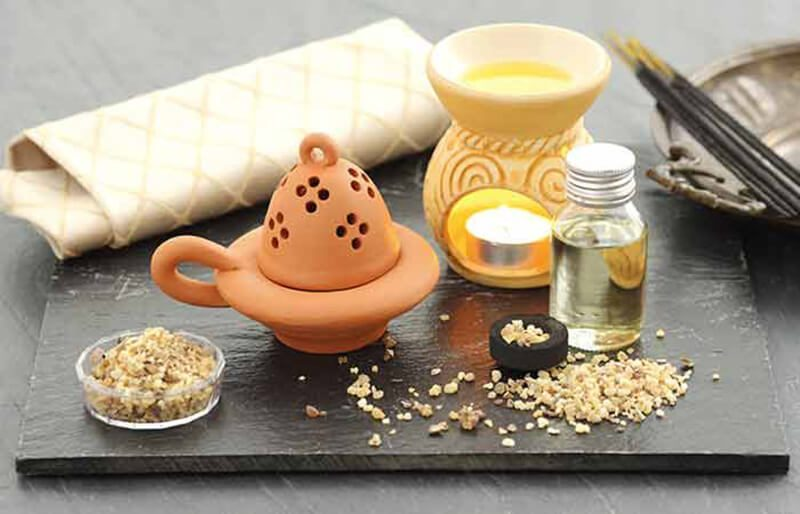 Tinh dầu trầm hương trị mụn