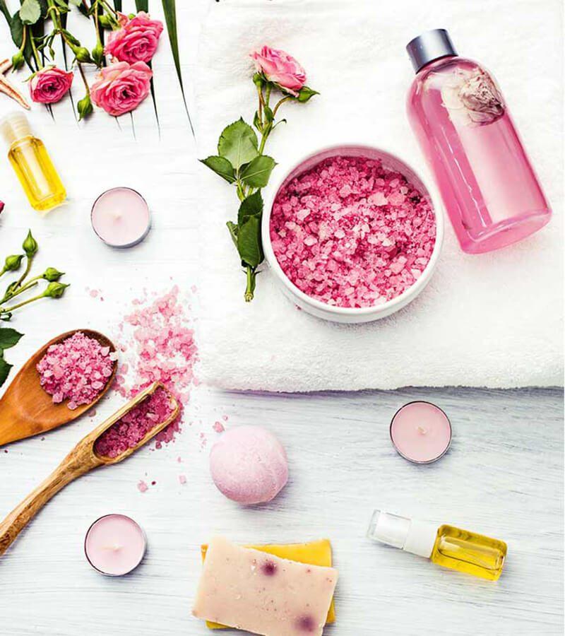 Hướng dẫn sử dụng nước hoa hồng để điều trị mụn