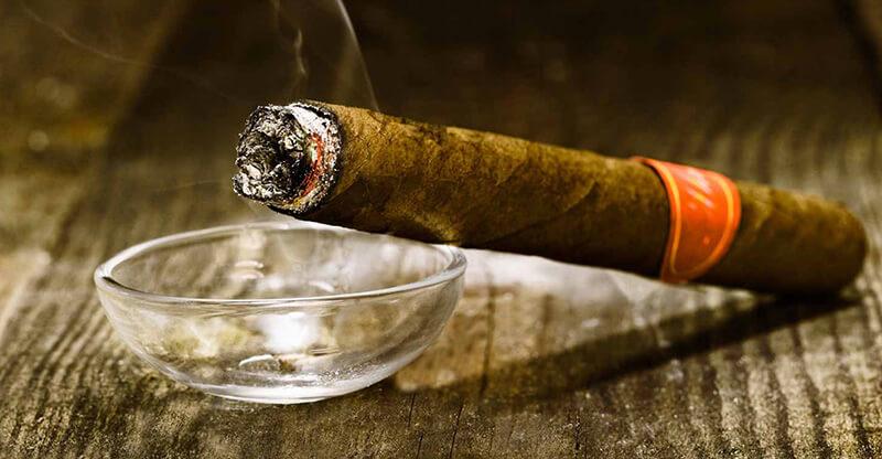 Xì gà Cuba: Cách phân biệt người sành hút nhất định phải biết