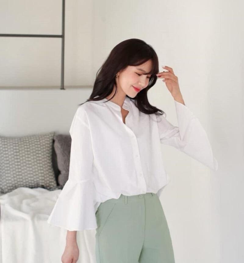 Học theo phong cách Hàn Quốc với áo sơ mi trắng tay lỡ cổ trụ
