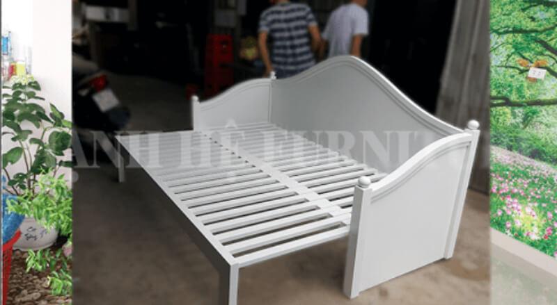 Mẫu ghế sofa kiểu dáng mới này được thiết kế vừa đơn giản lại vừa tinh tế.